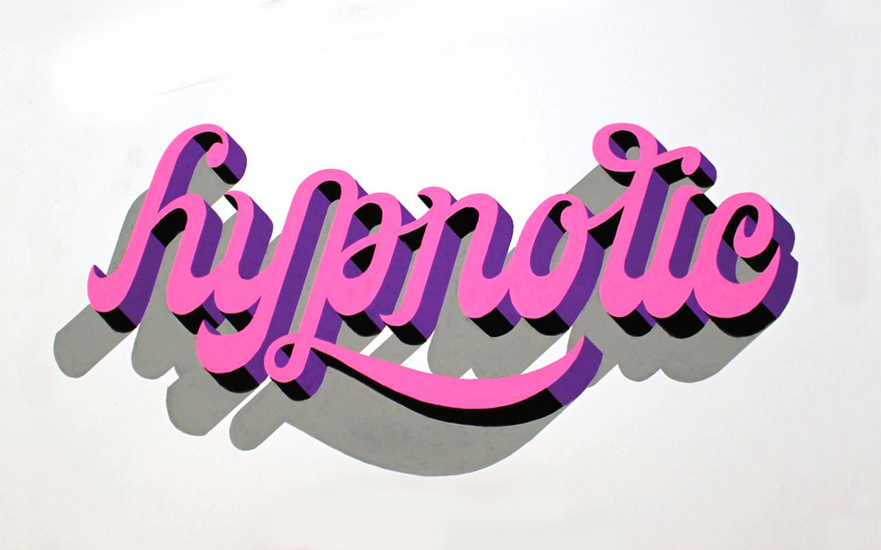 <span>HYPNOTIC</span><i>→</i>