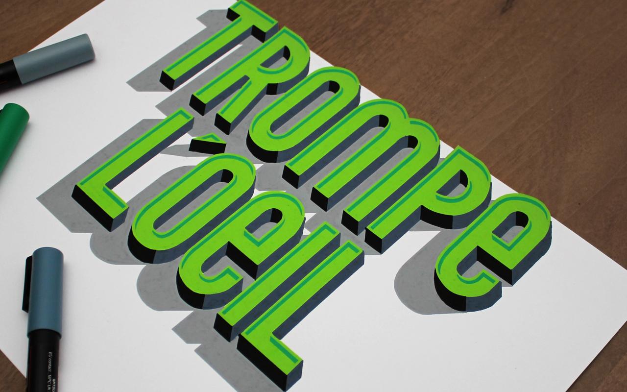 <span>TROMPE L'OEIL</span><i>→</i>